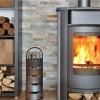 Nettoyer la vitre d'une cheminée ou d'un poêle à bois
