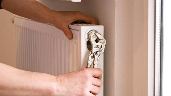 Changer le robinet d'un radiateur à eau